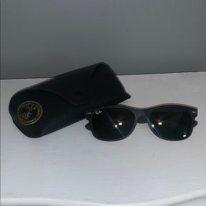 Black raybans